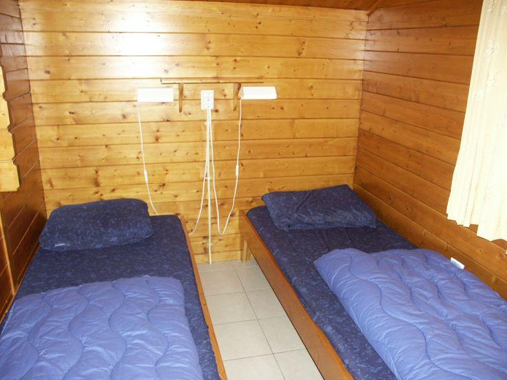 Slaapkamer met 2 aparte bedden.