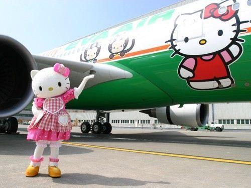 """L'aereo di Hello Kitty della Eva Airlines... qui tutto è a tema """"Hello Kitty"""": carte d'imbarco, cibo e gli arredi dell'aereo."""
