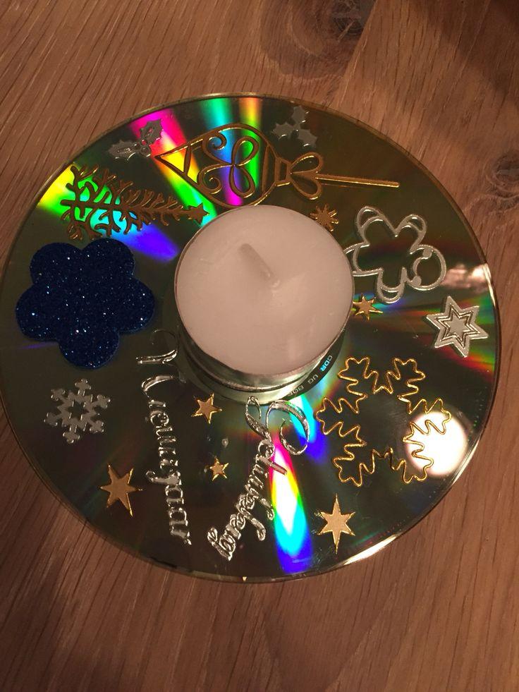 Kerstknutsel, oude cd versieren en waxinelichtje in het midden plaatsen.
