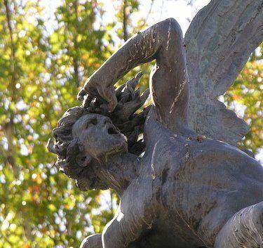 Estatua del Angel Caído, Parque del Buen Retiro.