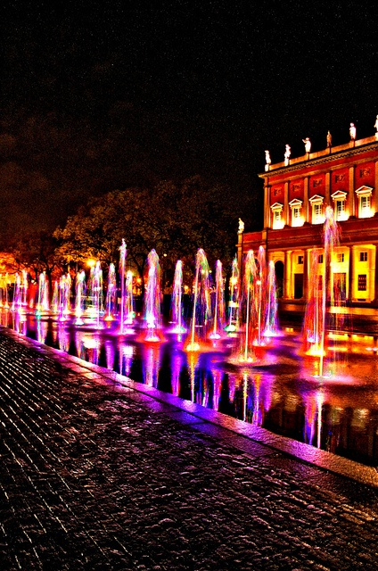 70 Coloured Fountains_Reggio Emilia, Italy
