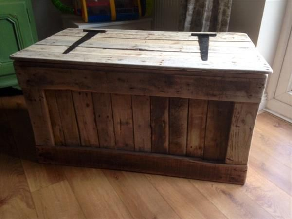 A toy boy box made from pallets.