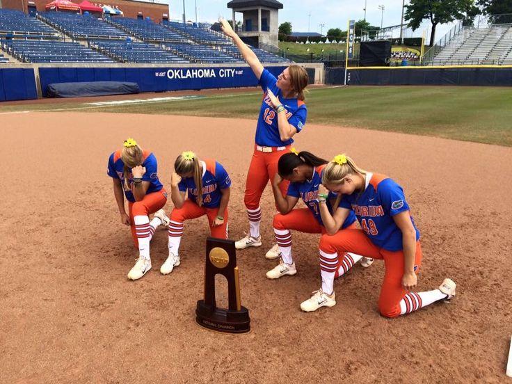 2015 Gator softball team Tebowing!!!