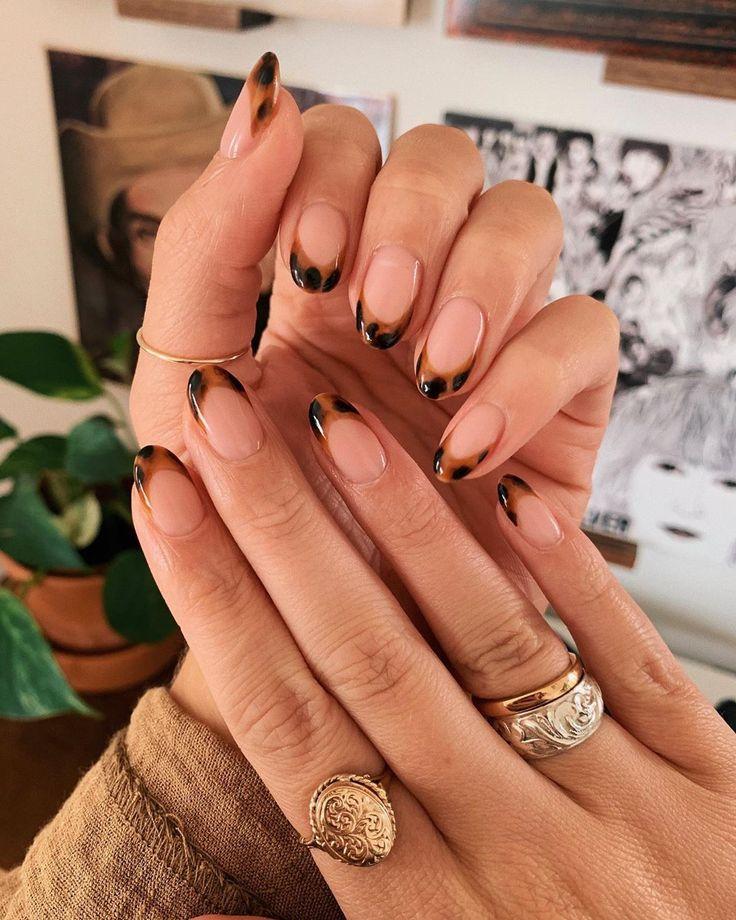 Inspiração de unhas decoradas 🖤 #nails #unhasdecoradas #ideiasdeunhas #nailart #gelnails #gelnailart #nailtutorial #nailarttutorial #unhasperfeitas #tortoisenailart