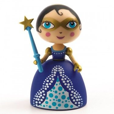 Les figurines Arty Toys sont toutes articulées et les accessoires (armes,...) sont amovibles.