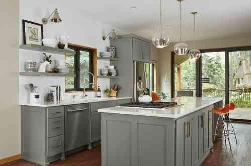ameublement de cuisine grise et blanche