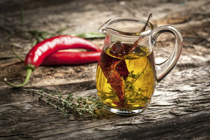 Zo maak je olijfolie met een smaakje heel makkelijk zelf