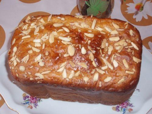 Upečeme si mazanec v domácí pekárně. Mazanec z domácí pekárny má dobrou chuť, oblíbený je jako snídaně pro děti, oproti mazanci