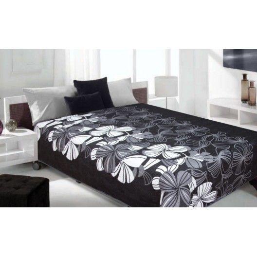 Luxusný obojstranný prehoz na posteľ čierny s bielymi kvetami