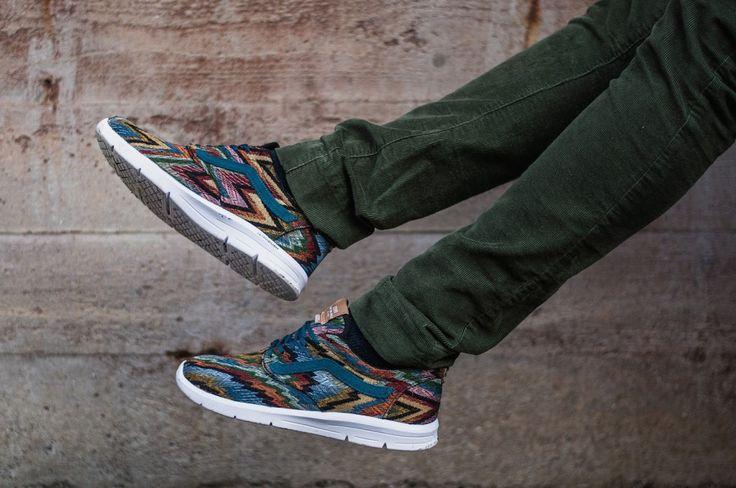 Italian Weave atlantic deep Bunte Vans Sneakers und grüne Kordhose