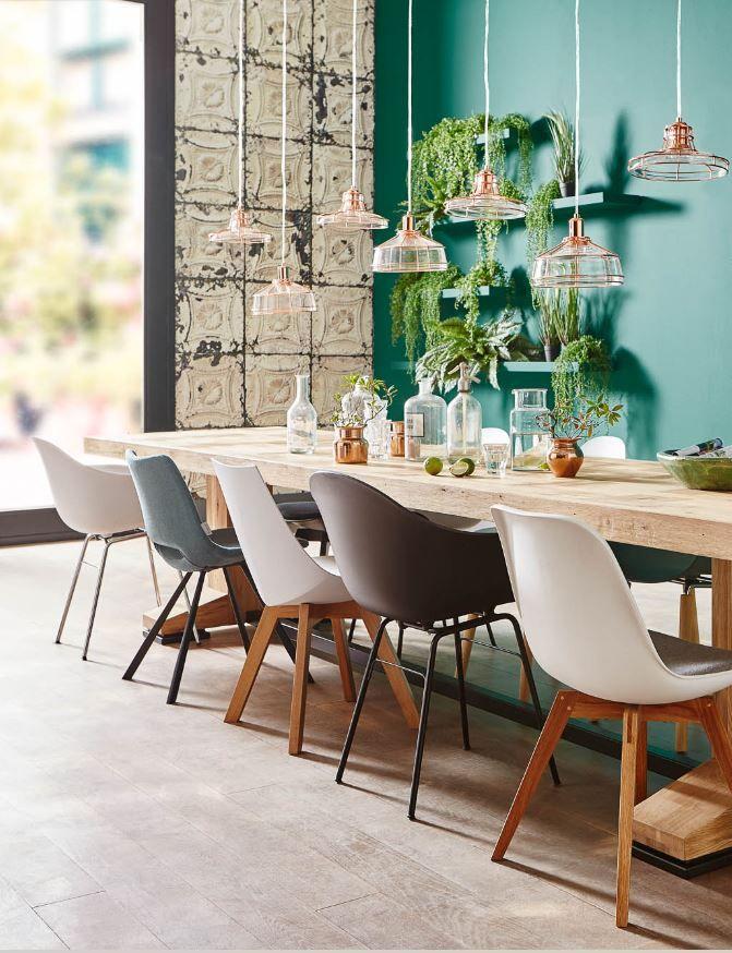 Gaaf! Deze lichte, robuuste, eikenhouten tafel past perfect binnen de groene trend.