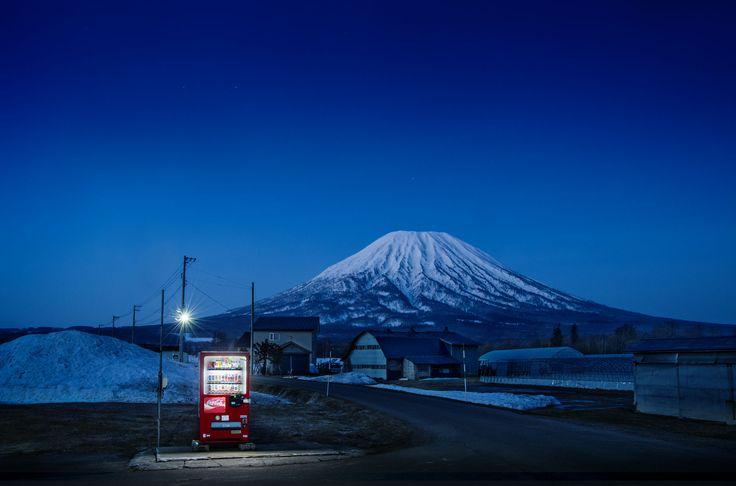 Roadside Lights: Capturing Wild Vending Machines Across Japan   Unrated