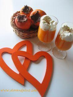 Hoy para celebrar el día de los enamorados, nada mejor que sorprender a vuestra pareja con algo dulce. Nosotros, en lugar del típico chocolate, os proponemos un postre diferente, muy rico y sabroso preparado con caquis, una mousse. Animaos a prepararlo, seguro que triunfáis!  Tiempo estimado de realización: 10 minutos   Ingredientes para 2 personas: – 3 caquis curados (http://www.olorandaluz.com/caquis-curados-con-anis/) – Helado de vainilla – Nata montada ...