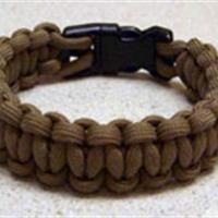Paracord Bracelet  How to make a paracord bracelet  Some of the best instructions I have seen.  I think I can follow this one!