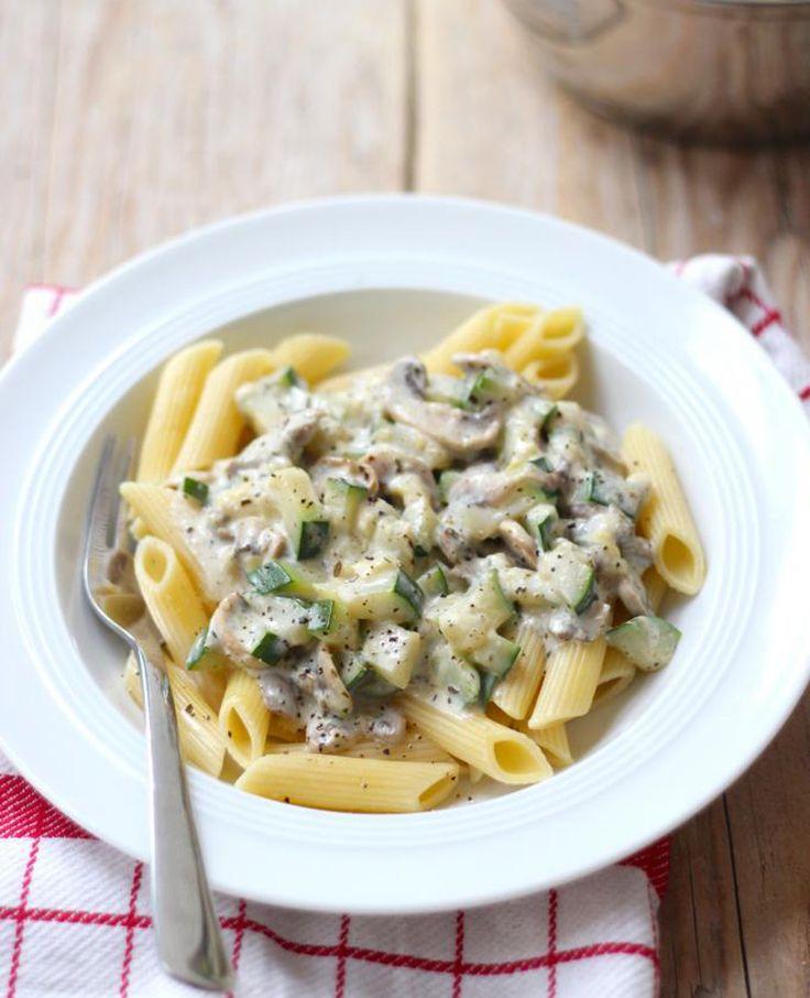 Vind je pasta ook zo lekker? Vandaag delen we een recept voor een snelle en slanke pasta met onder andere courgette en champignons. Je hebt het binnen no-time op tafel staan. Ideaal voor een dag wanneer je weinig zin of�