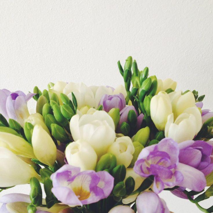 Spring freesias bouquet // Весенний букет фрезий  #springbouquets #flower #freesia #coolflowers_cz #pragueflowersdelivery #kvetinypraha #dovozkvetin #vazanikytic