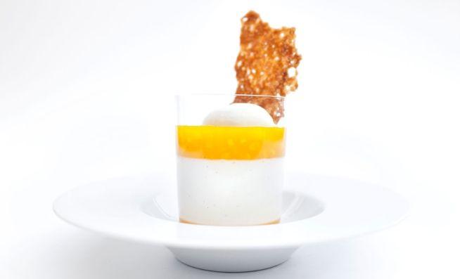 Joghurt-Ingwer-Panna-Cotta, Ananaskompott mit Kurkuma und Sesamkrokant | Lifestyle by V-ZUG AG