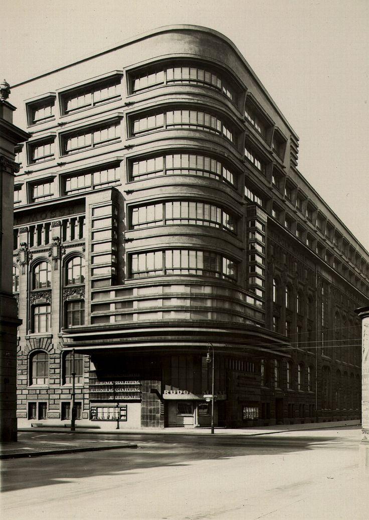 Berlin - Mitte, Zeitungsviertel, Jerusalemer Strasse, Verlagshaus Mosse, von Erich Mendelsohn im expressionistischen Stil erneuert. 1921 - 1923