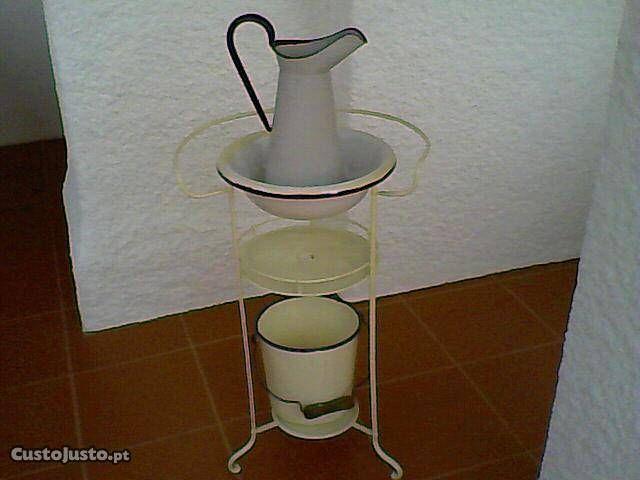 Lavatório Antigo (+ bacia + balde + jarro) - à venda - Móveis & Decoração, Viseu - CustoJusto.pt