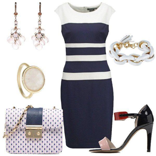 Total look da donna composto da abito tubino blue e bianco con scollo tondo e sandalo blue, rosa e rosso dal tacco alto e sottile. Completo con una borsa a tracolla blue con chiusura magnetica, orecchini rosa in metallo e vetro, bracciale bianco in metallo e pelle e anello rosa in metallo dorato.