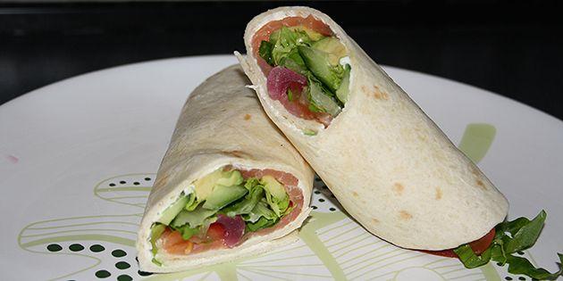 Wraps med laks og peberrod