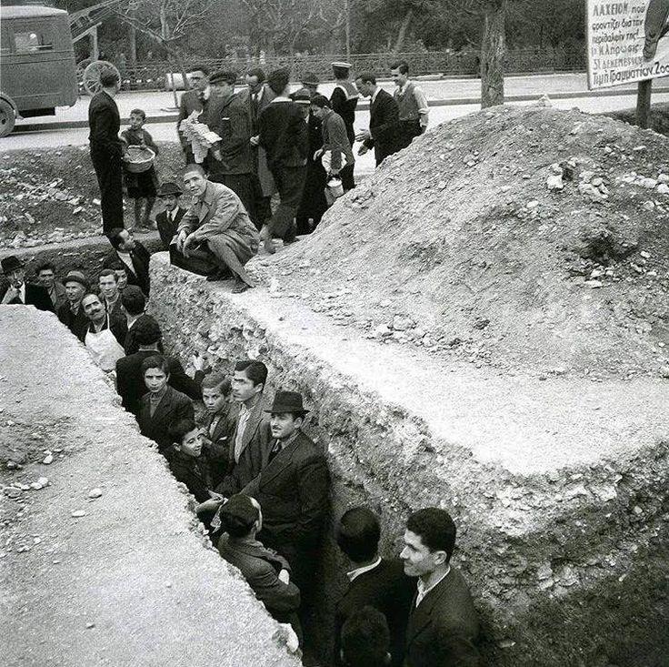 Αντιαεροπορικό όρυγμα στην Αθήνα, 1940 φωτ.Βούλα Παπαιωάννου