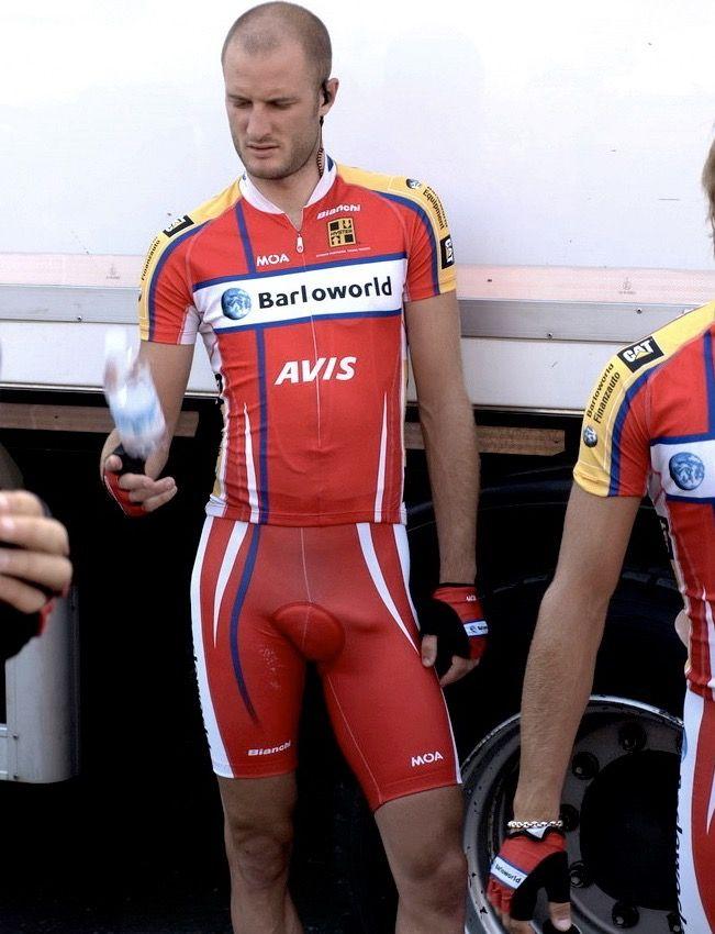 Girls cyclist big bulge in lycra