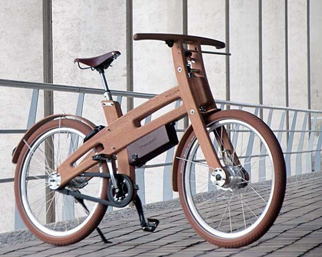 четырехкомнатную велосипед на диване фото это