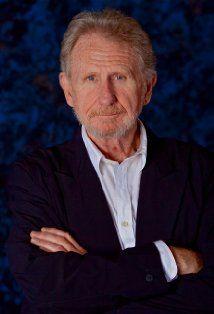 René Murat Auberjonois, más conocido como René Auberjonois, es un actor estadounidense. Entre sus interpretaciones más destacadas se cuentan la de Padre Mulcahy en la versión cinematográfica de M*A*S*H.