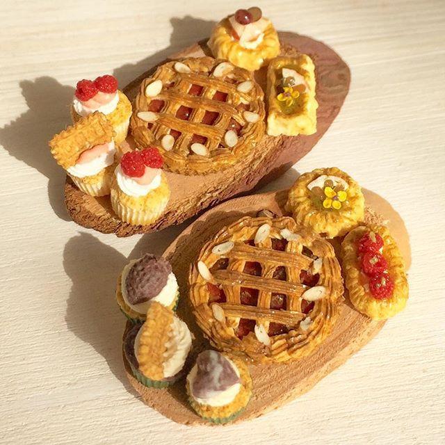 リンツァートルテを作りました(^ω^)カップケーキやデニッシュは風合いを変えています。ミンネにて販売予定です♩#ミニチュアフード#ミニチュア#ハンドメイド#ドールハウス#食品サンプル#miniaturefood #handmade #dollhouse #miniature #minne