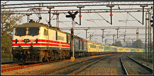 """12033 """"Multicolored"""" Kanpur Shatabdi Express with WAP5 #30011"""