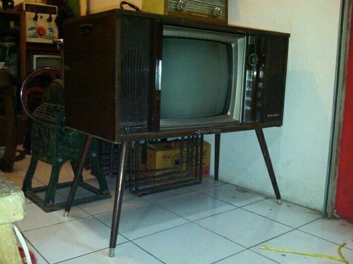 Televisi antik jadul jaman kecil nonton He-Man, Silverhawk, si Huma di TVRI