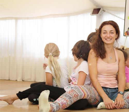 Children's yoga with yoga trainer and pedagogue Emina Damnjanovic at Vienna Prater. At two upcoming dates (7 - 11 August, 28 August - 1 September), yoga trainer and pedagogue Emina Damnjanovic (photo right) of Arts of Yoga will be the teacher at the special children's yoga holiday weeks at the Fairy Tent (Feenzelt) at Kolariks Praterfee at the Prater in Vienna...