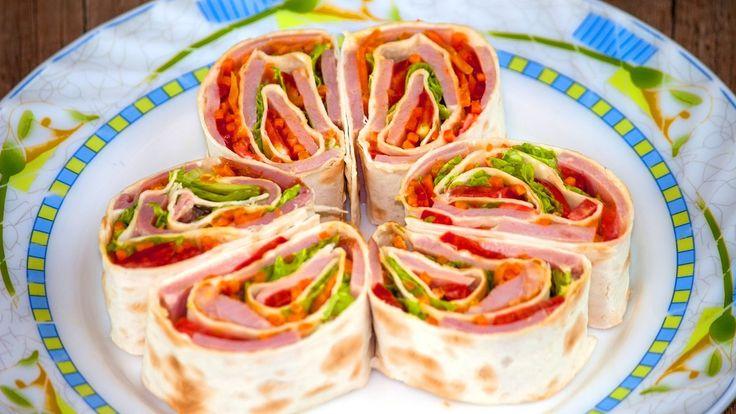 Закуска в лаваше с ветчиной и морковью по-корейски https://www.youtube.com/watch?v=DduHzeH0Neg Рецепт закуски в лаваше с ветчиной и морковью по-корейски. И чего в этом рецепте больше насыщенного вкуса или ярких красок? Похоже и того и другого в избытке… #рецепт #кухня #вкусно #wowfood #wowfoodclub