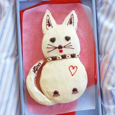 Ein leckerer Rührkuchen in Form einer Katze für Kinder