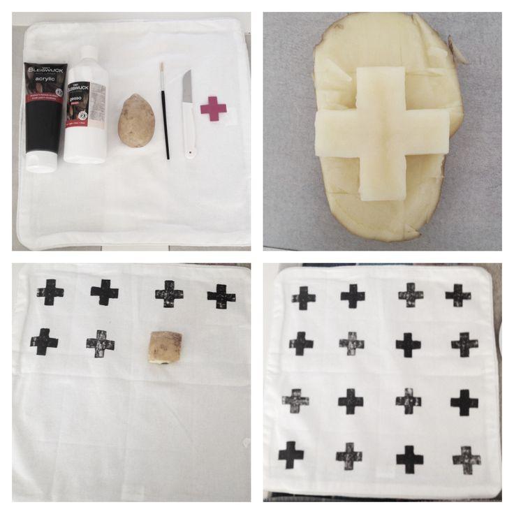 DIY Kussen stempelen kruisjes / Pillow stamps crosses.  Wit kussenhoesje - Zwarte acrylverf  - Witte primer  - Acryl verf en primer 1:1 mengen - Kruisje uitknippen van papier (1,5 cm bij 1,5 cm) - Aardappel doormidden snijden en het figuur uitsnijden met een schilmesje - Een kwastje om de verf aan te brengen op het uitgesneden figuur  - Stempel op het kussenhoesje - 24 uur laten drogen, daarna strijken op heetste stand om de verf goed te laten hechten - Wasbaar op 30 graden