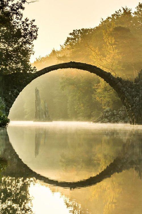 Rakotzbrücke : le pont avec son reflet forment un cercle parfait - 2Tout2Rien