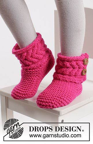 "Knitted DROPS slippers in garter st with cables in ""Peak"""