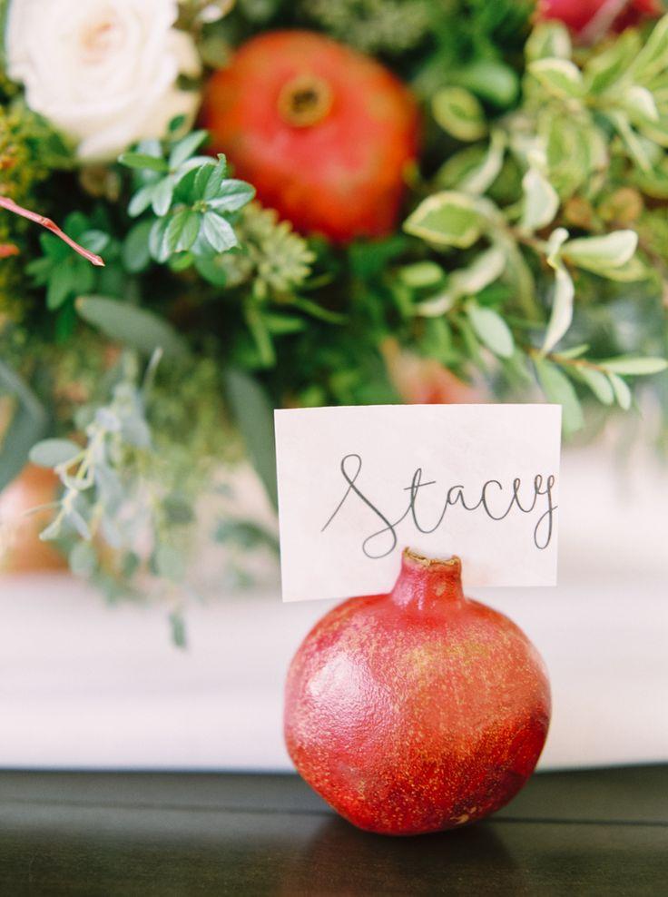 ナチュラル素材を使えばリラックスムードが生まれそう♪ 個性的な赤いエスコートカードまとめ。結婚式で使うエスコートカード・席札一覧。