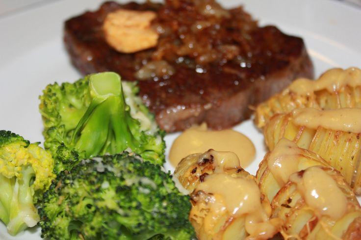 Entrecotè med hasselbackpoteter, stekt løk og brokkoli