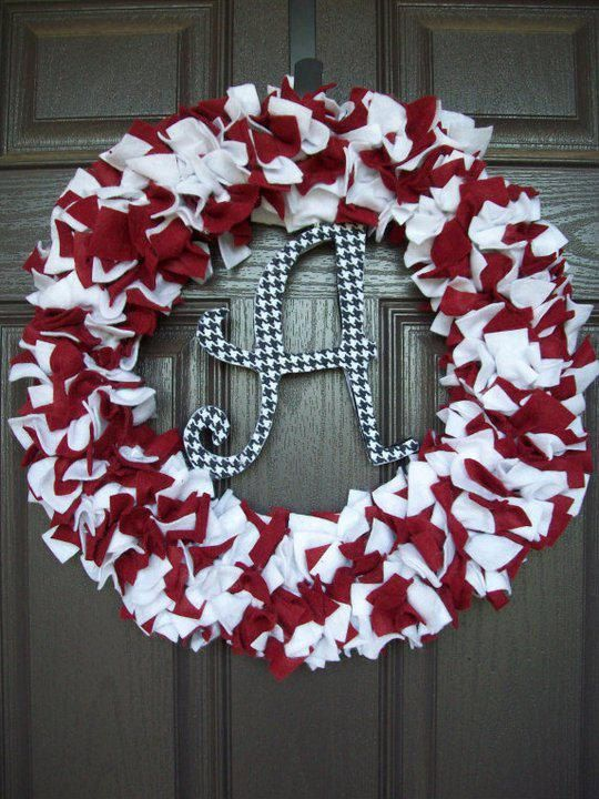 Alabama Wreath - I'm a UT fan but I'm married to a Bama fan. I think this would have to go to my daughter's house. It is a very cute idea. :)