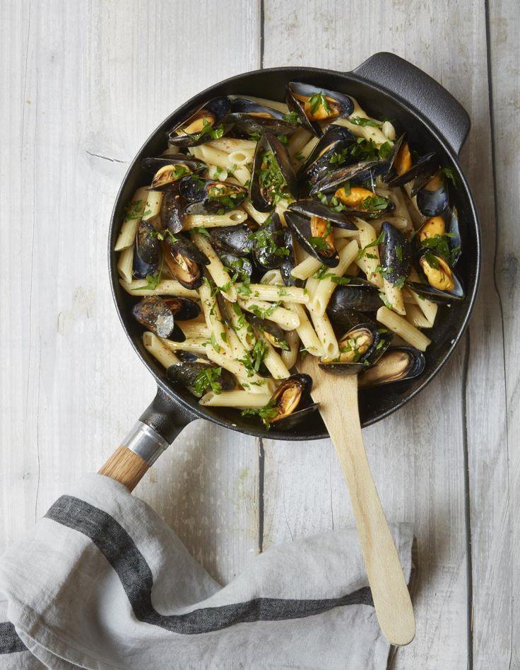 One pot pasta penne, moules et fines herbes pour 3 personnes - Recettes Elle à Table