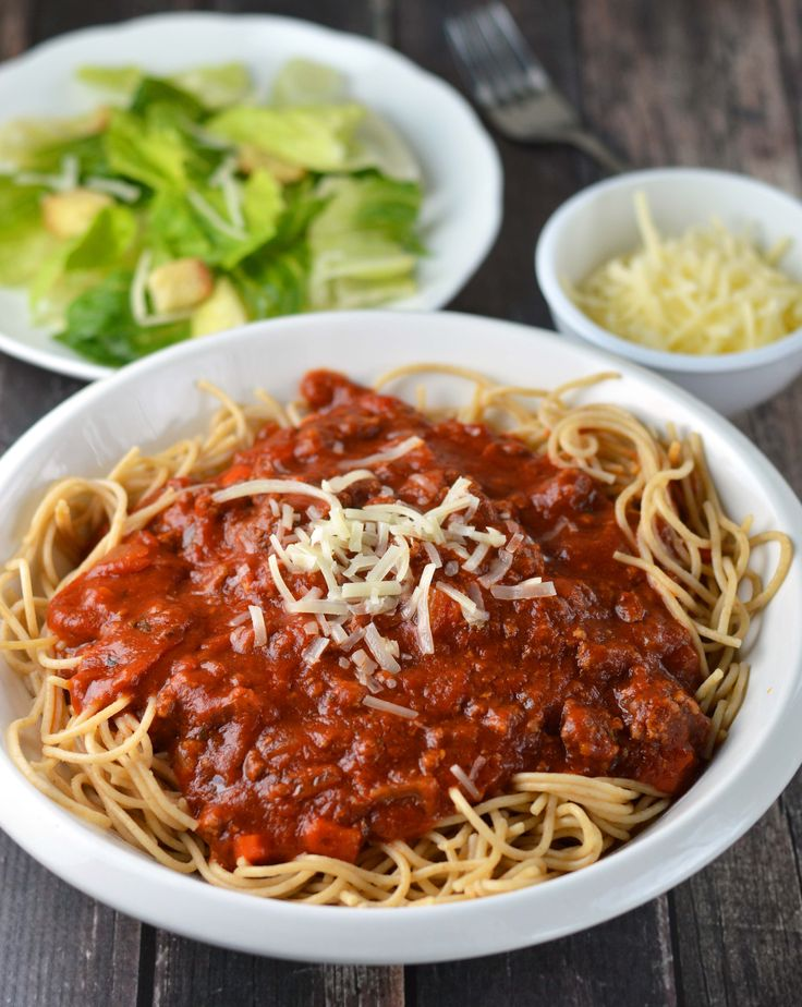 Slow cooker spaghetti sauce makes an easy weeknight meal. Set it in the morning and return home to dinner ready!