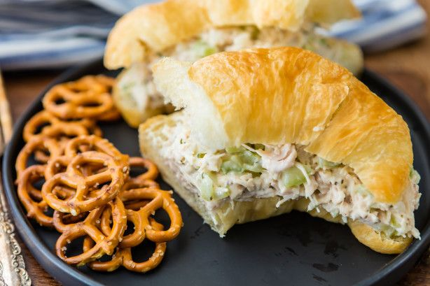 This is a super easy chicken salad recipe using canned chicken.  It is simple, yet has a great flavor to it.  The secret is in chilling it for a few hours before serving!