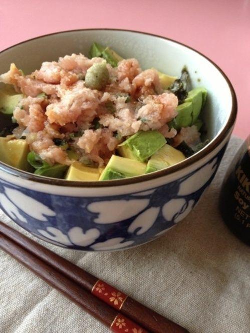 美味しく簡単一人ごはん♪アボカドを使ったレシピまとめ - Locari ... ネギトロアボカド丼☆簡単一人ランチ