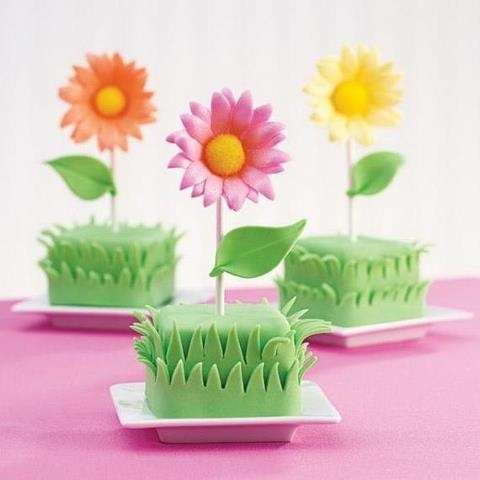 flowers in grass - For your cake decorating supplies, please visit craftcompany@co.uk