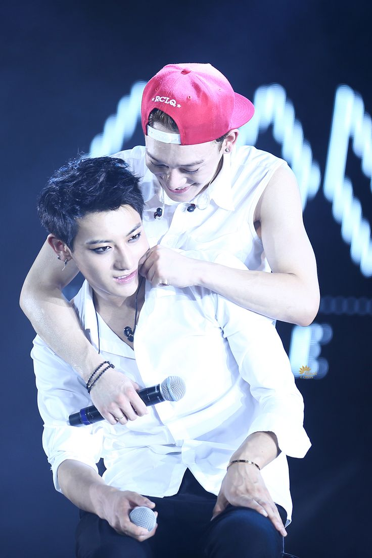 EXO chen being tao's embarrassing mom xD the lost planet concert #exo #jongdae