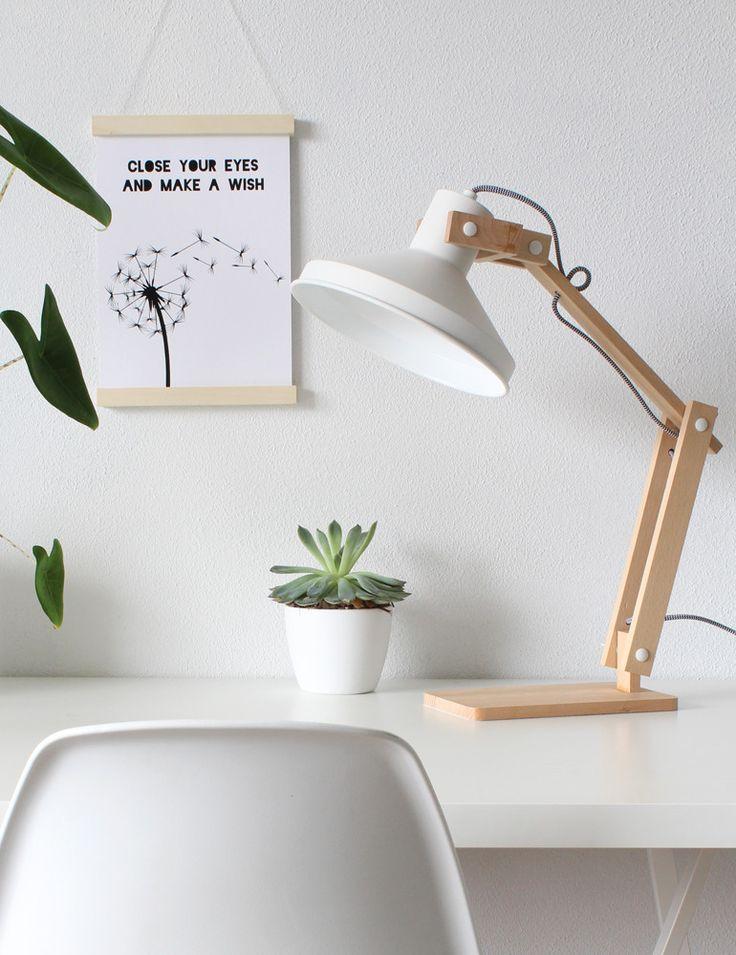 Inspirational Die Bronq Lampe Woody ist eine robuste Holztischlampe Das Arbeitslicht besitzt eine imposante Gr e und besticht mit coolen Details