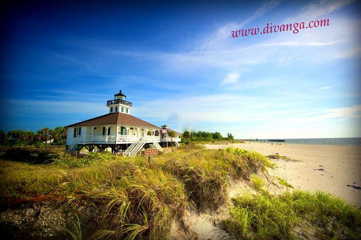 Encuentre su alojamiento ideal con # de Lonely-Planet, albergues independientes y hoteles en #Taganga http://www.divanga.com/