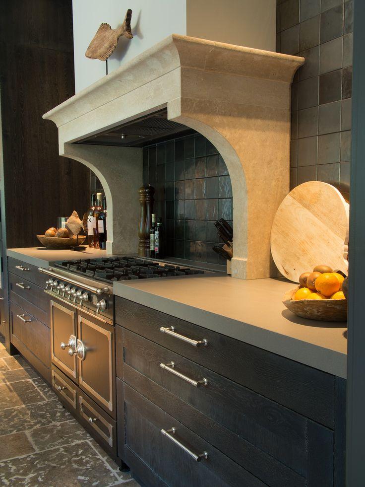 Ambachtelijke luxe handgemaakte houten (eiken) Tieleman-keuken in Dordrecht (Zuid-Holland)